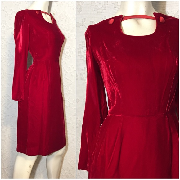 05499e136b2 50 s Vintage Red Velvet Cocktail Wiggle Dress. M 5c7a105e4ab6330a5ba3cccd